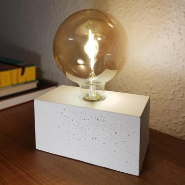 lampe-beton-gris-clair-pave-rectangulaire-10cm-haut10cm-profondeur10cm-e27-max25w-7370937-britop-5907500151650-allumé