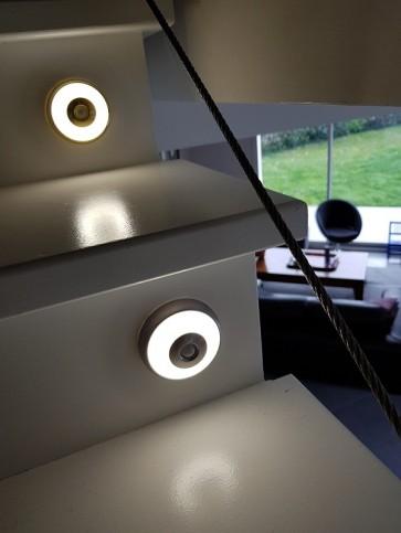 linus-reglette-acier-led-100lm-rechargeable-usb-eclairage-autonome-detecteur-cali-CPM1200110-escalier